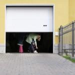 Автоматические секционные ворота для установки в гаражах