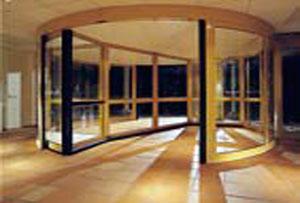 Установка автоматических карусельных дверей